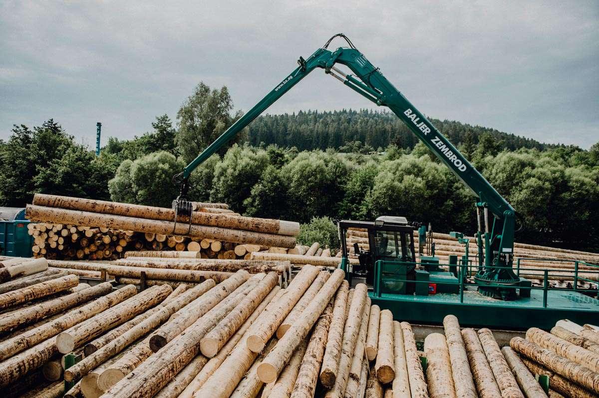 30.000 Festmeter Rundholz schneidet unser Sägewerk jährlich ein